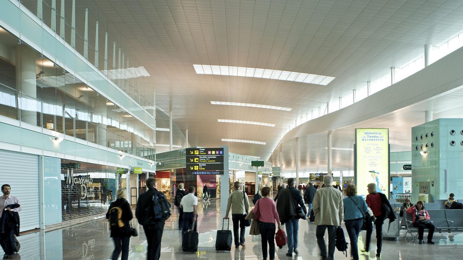 El Prat creix un 8% al juliol i retalla la distància en passatgers amb Barajas