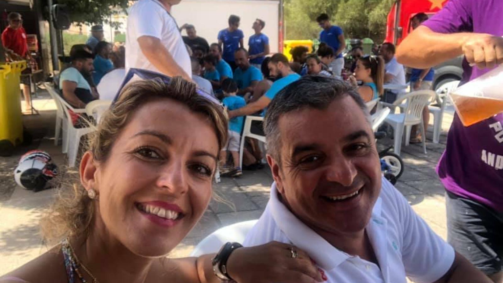Estefanía Gonzalvo, amb l'exbatle d'Andratx, Jaume Porsell, en una imatge del PP andritxol a les xarxes socials