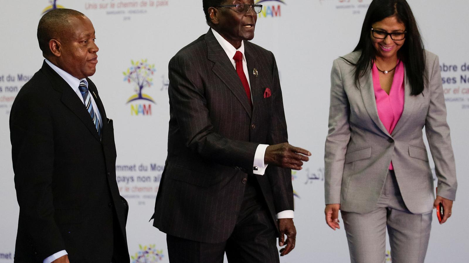 La fi política de l'home que va alliberar i espoliar Zimbàbue