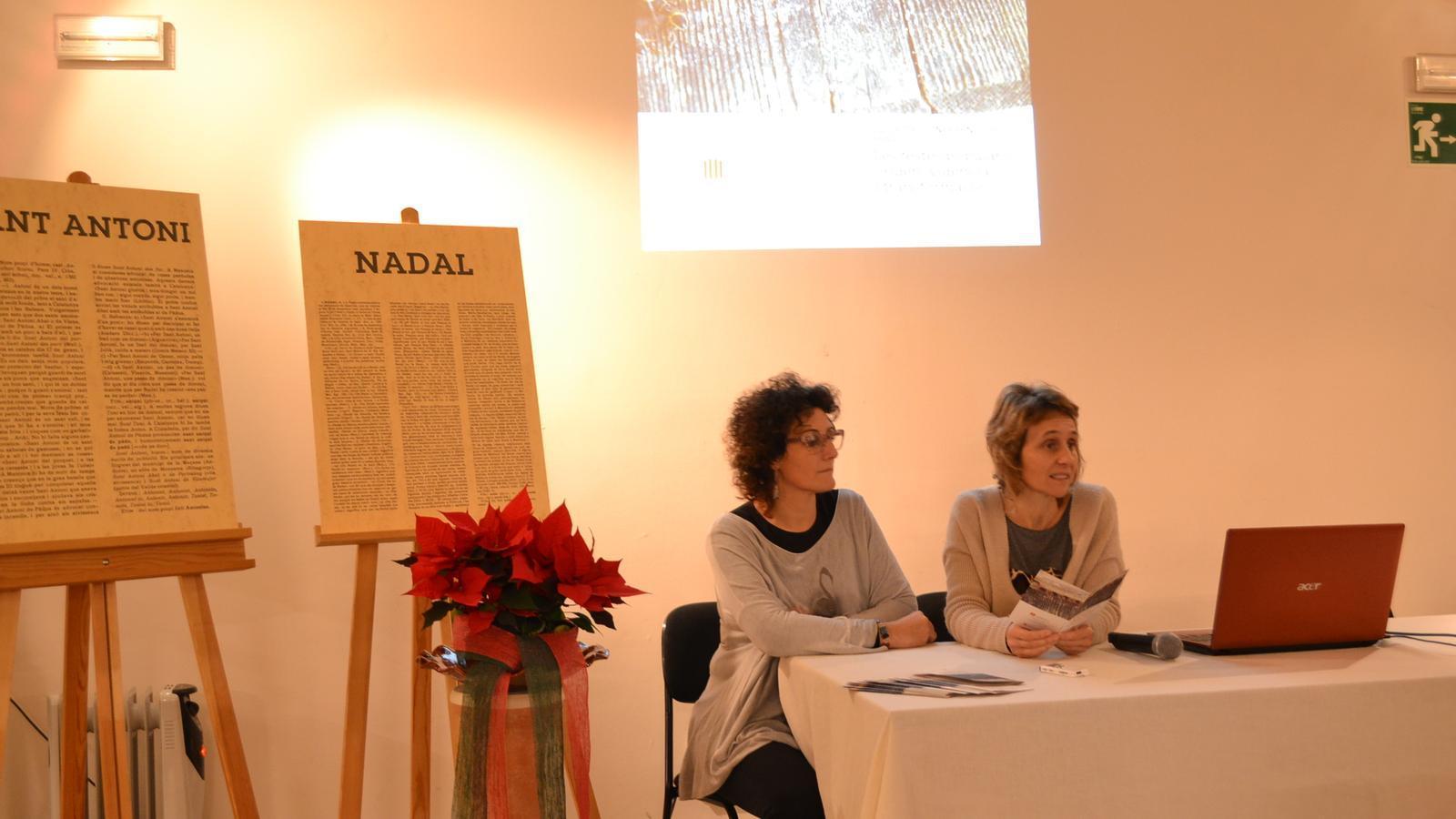 La regidora Antònia Llodrà i la gerent de la Institució Alcover, Bàrbara Sagrera, durant la presentació del cicle de conferències.