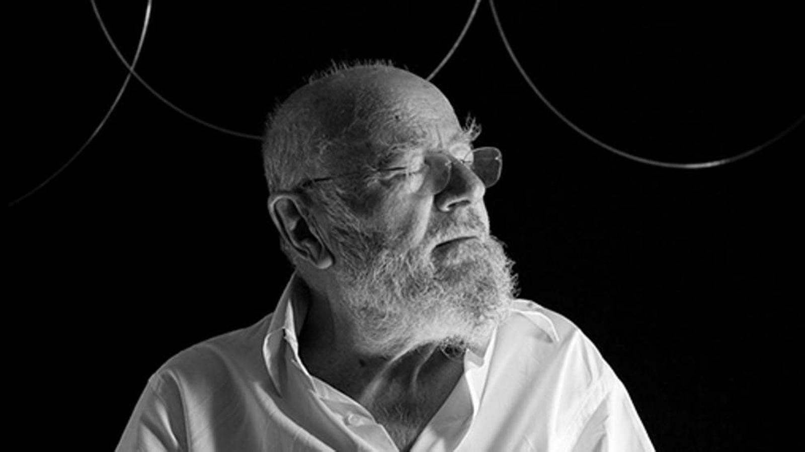 Mor l'artista grec Takis, pioner en l'ús del magnetisme en l'art