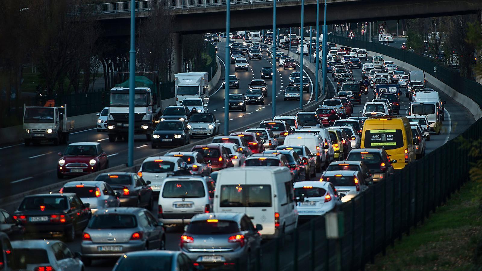 L'impost del CO2 als cotxes s'ajorna per fer canvis a la llei