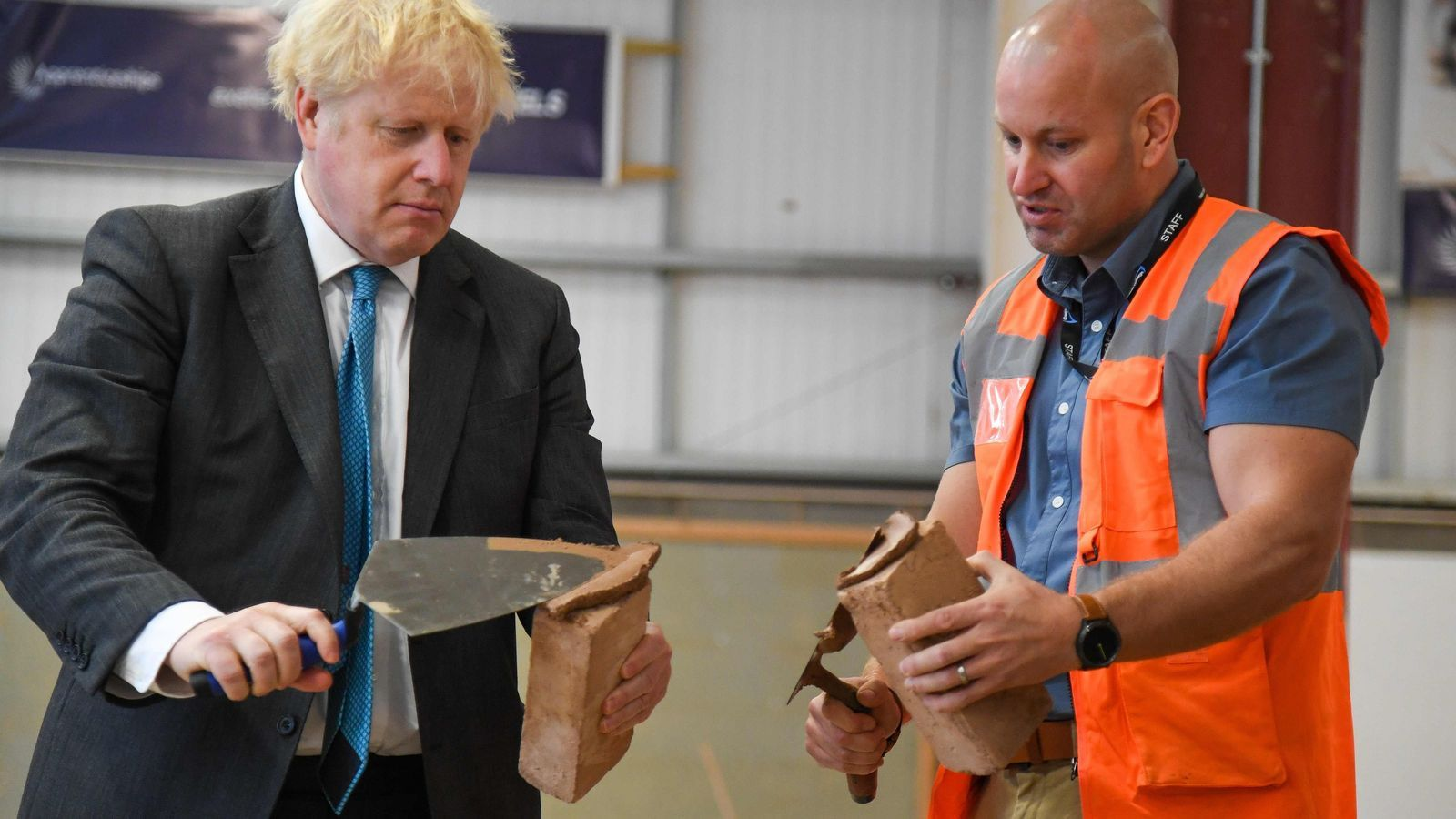 Boris Johnson, aquest dimarts, durant la visita a un col·legi professional d'Exeter, al sud-oest d'Anglaterra