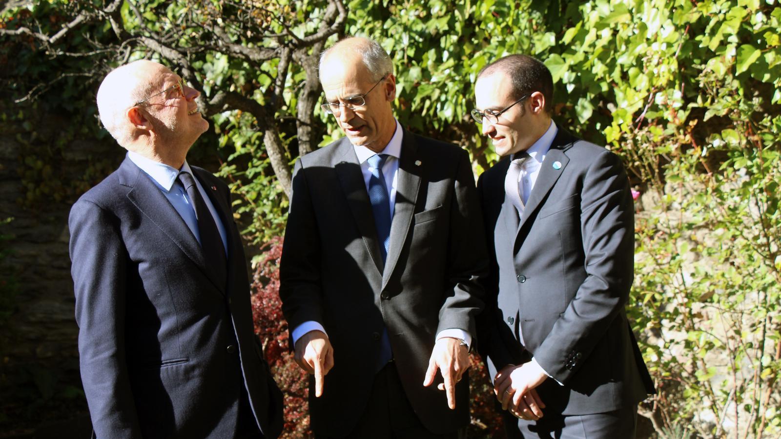 El ministre d'Estat de Mònaco, Serge Telle; el cap de Govern, Toni Martí; i el secretari d'Afers Exteriors, d'Afers Polítics i de la Justícia de San Marino, Nicola Renzi, en acabar la jornada de reunions. / C.G. (ANA)