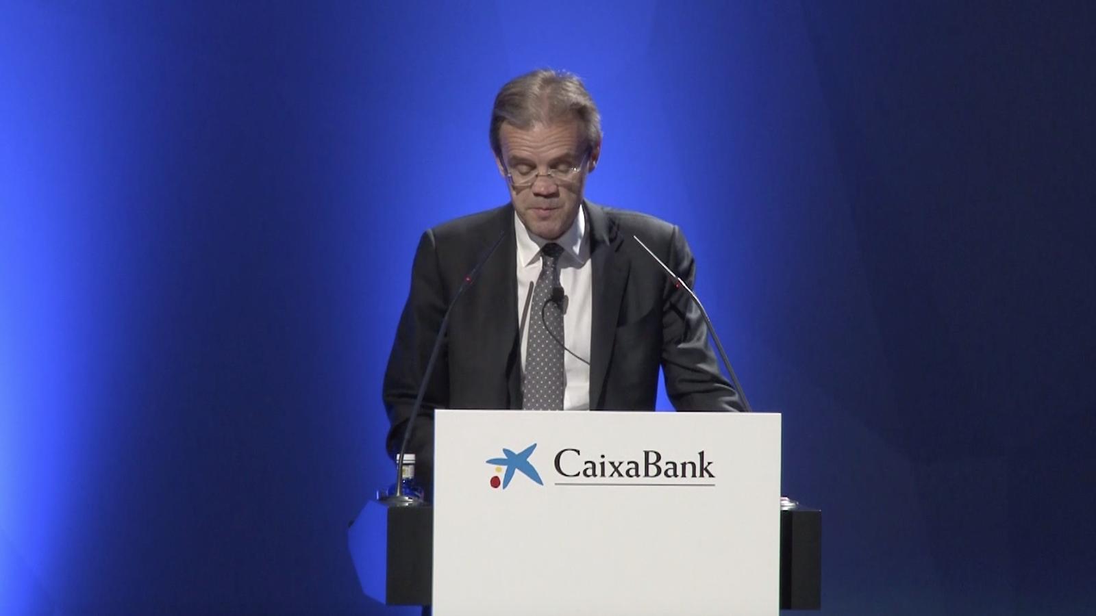 Jordi Gual, parlant en valencià a la junta d'accionistes de CaixaBank