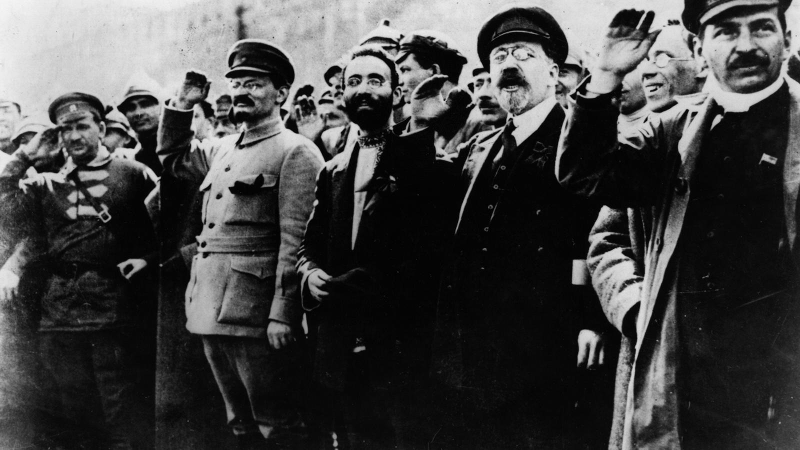 Trotski i Stalin manifestant-se a Petrograd