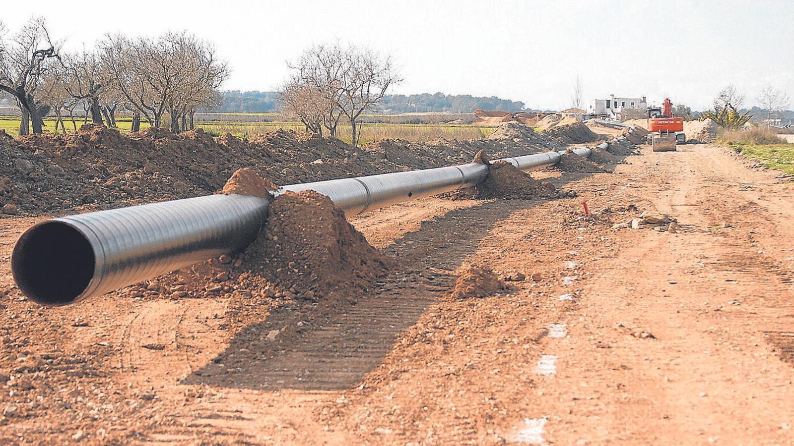 Els ecologistes s'han mostrat contraris a les obres que han aixecat 500 quilòmetres de sòl.