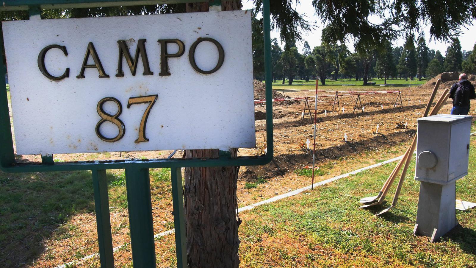 Camp 87, el cementiri de Milà  per a víctimes 'invisibles' del covid