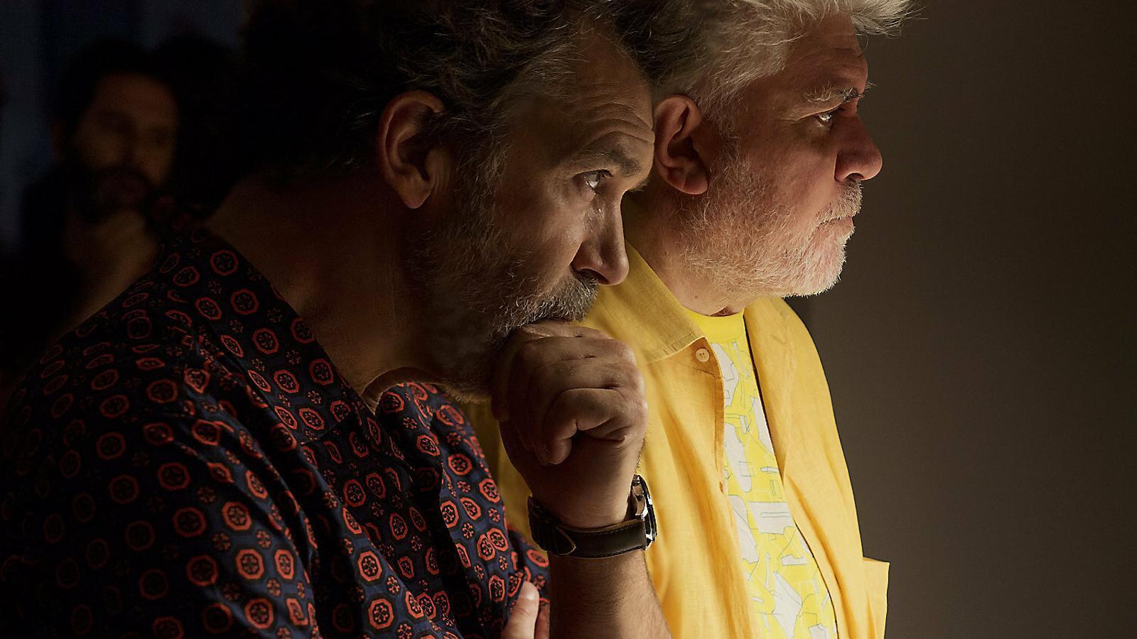 Antonio Banderas i Pedro Almodóvar en un moment del rodatge de Dolor y gloria.