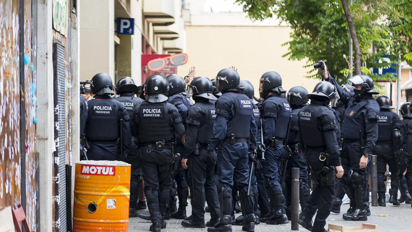 La identificació dels antiavalots dels Mossos vol arribar al Parlament