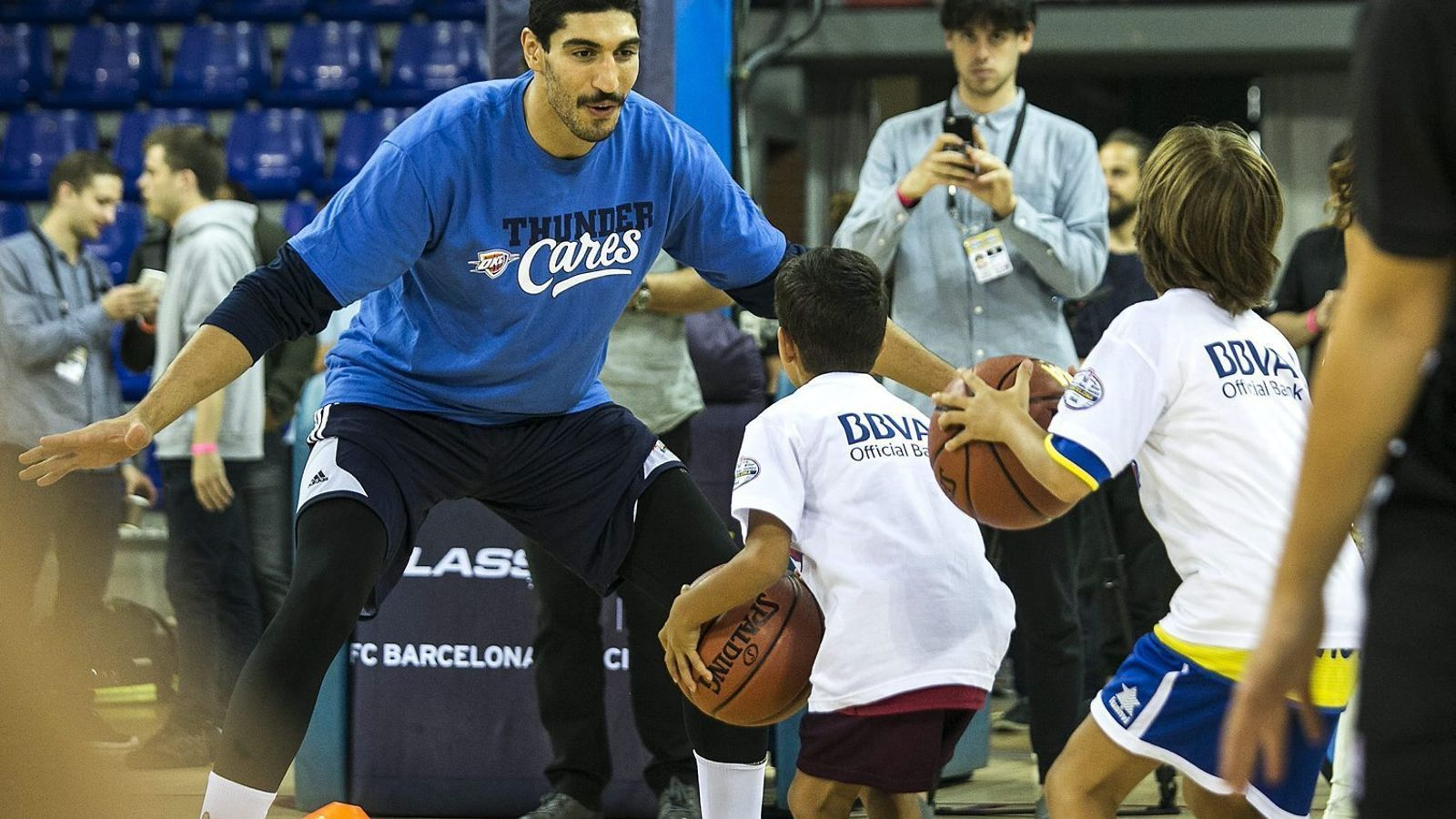 Armario Branco Pequeno ~ L u2019espectacle de la NBA aterra a Barcelona ( u00c0lex Gozalbo)