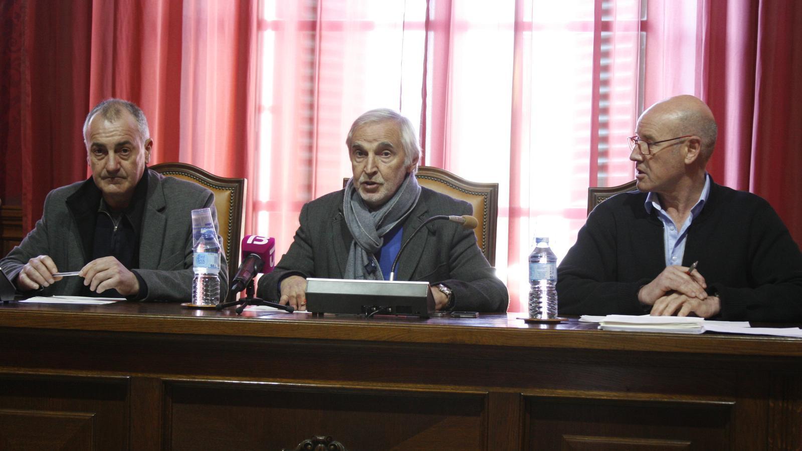 Jaume Tomàs, el batle, Gori Estarellas, i Bernardí Vives, durant la presentació del pressupost de 2019.