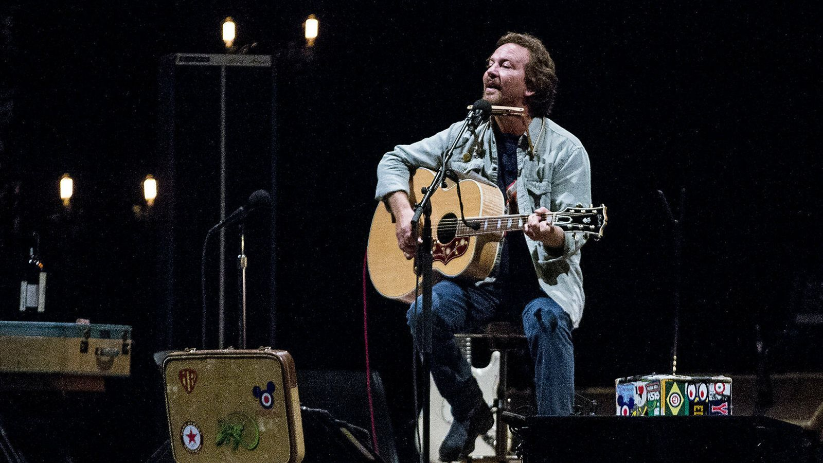 Eddie Vedder durant el concert d'ahir al Palau Sant Jordi.