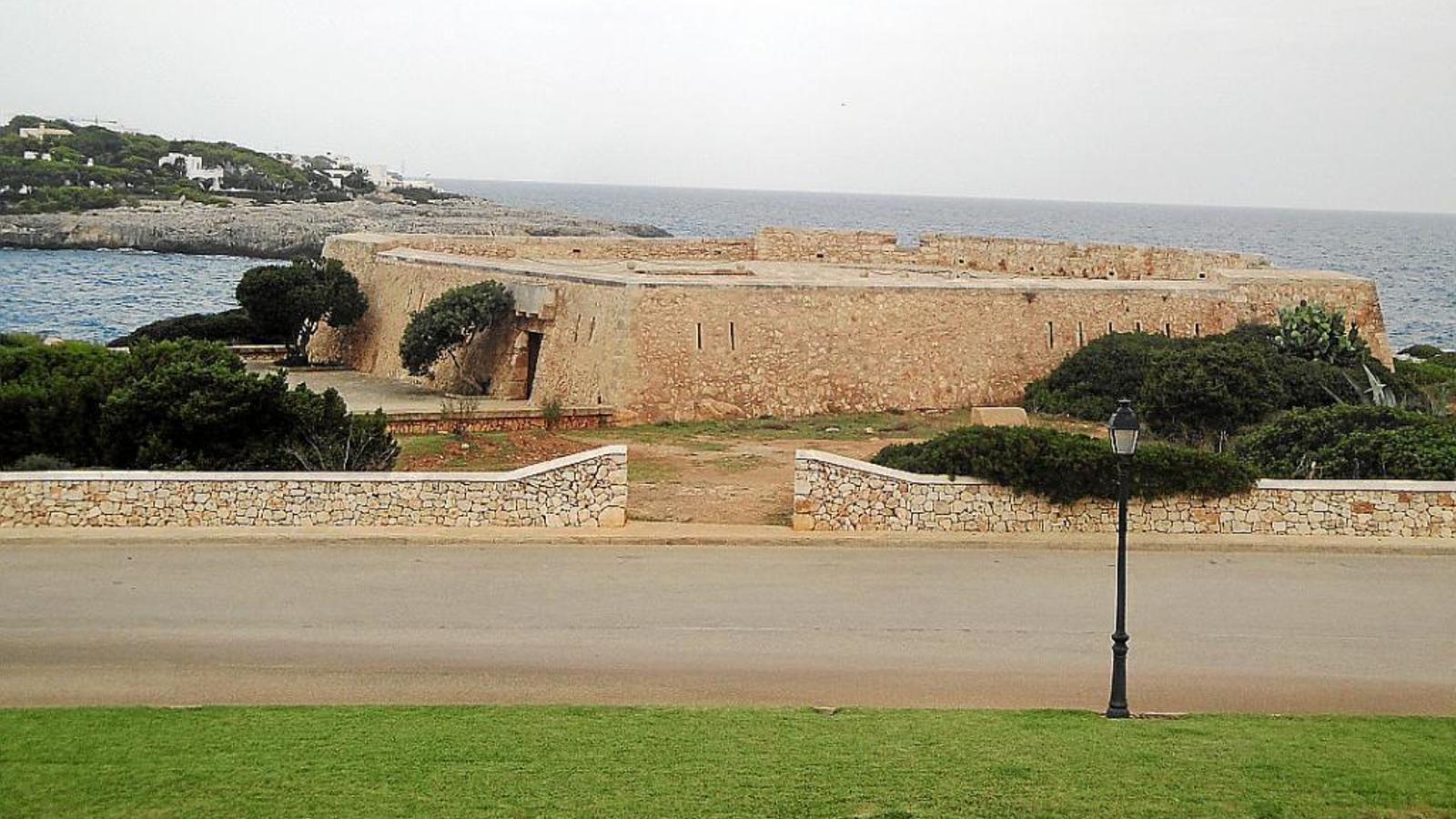 El fortí de Cala Llonga.