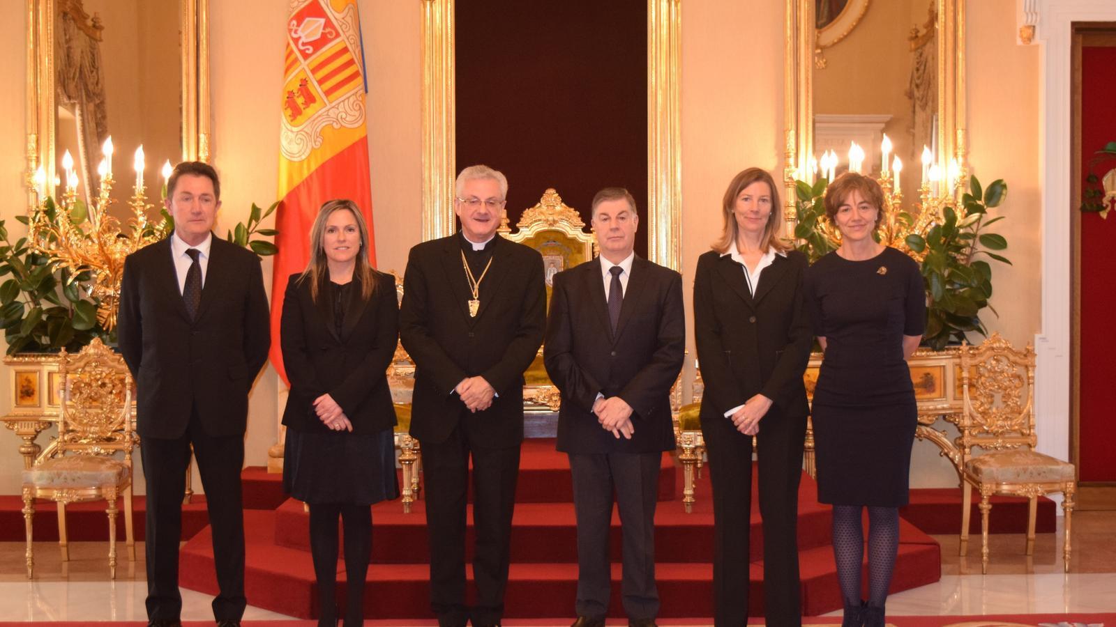 Joan-Enric Vives amb els nous membres del CSJ. / BISBAT D'URGELL
