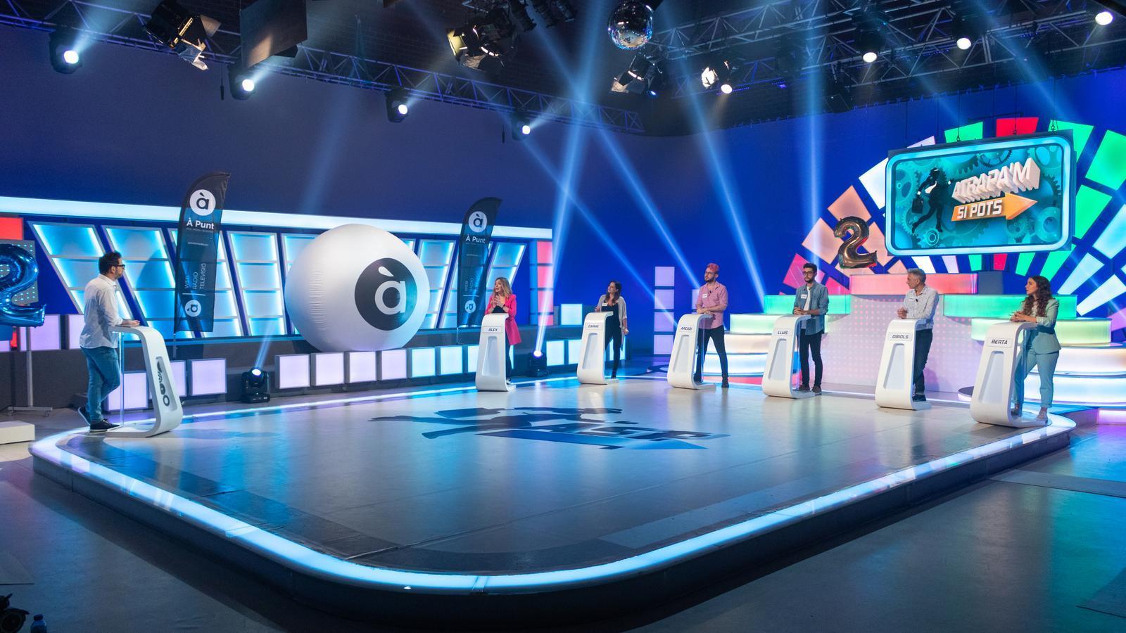 Un moment de l'edició especial del programa 'Atrapa'm si pots' emesa per celebrar el segon aniversari de la televisió d'À Punt