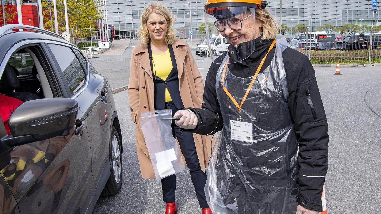 Suècia aposta perquè la gent es faci el test  ella mateixa a casa per controlar la pandèmia