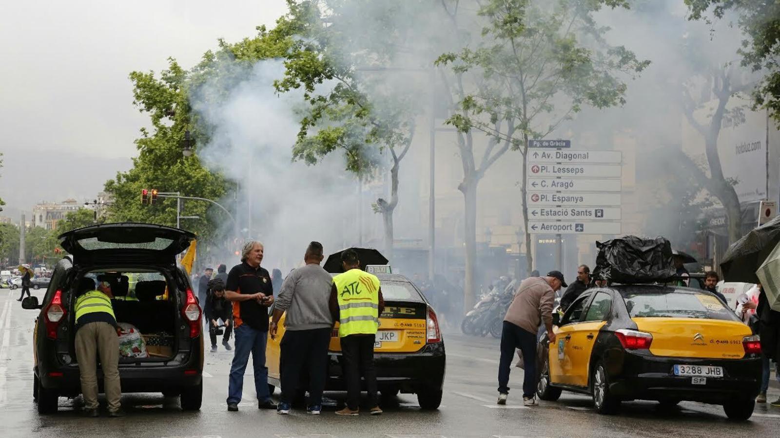 Seguiment majoritari de la vaga parcial de taxistes, segons els sindicats