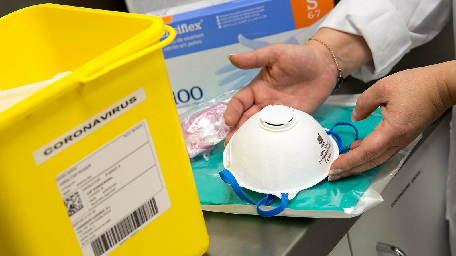 Hospitals es plantegen reutilitzar les mascaretes
