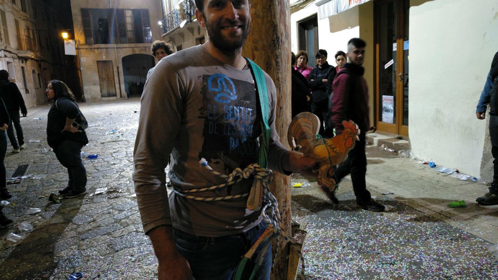 Joan Vanrell després de pujar al Pi de Sant Antoni.