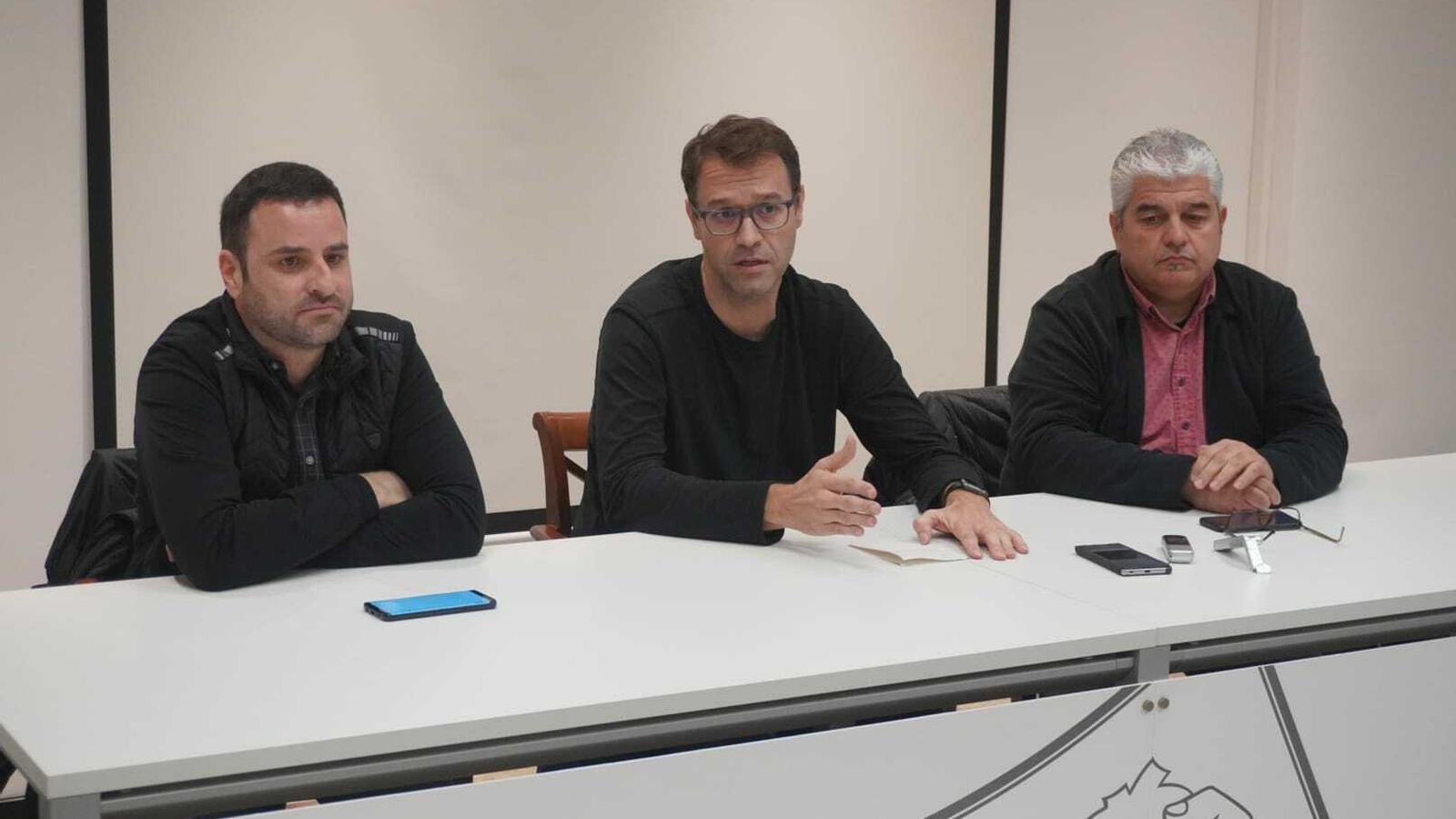 Toni Gomila, Miquel Oliver i Mateu Joan, durant la presentació del curs.