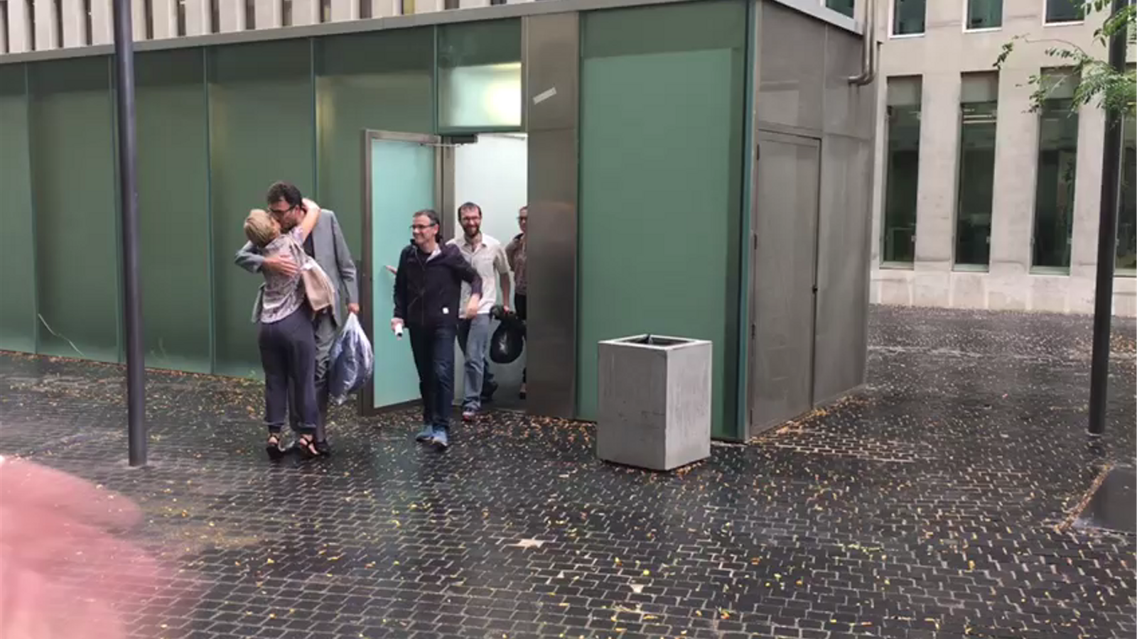 Sortida dels detinguts per l'1-O després de declarar a la Ciutat de la Justícia