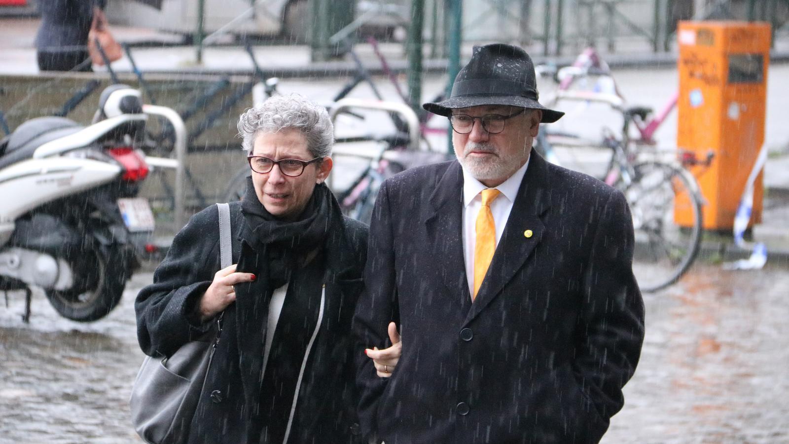 L'exconseller Lluís Puig arriba al Palau de Justícia de Brussel·les acompanyat per la seva dona per afrontar la tercera euroordre pel cas de l'1-O, el 24 de febrer del 2020.