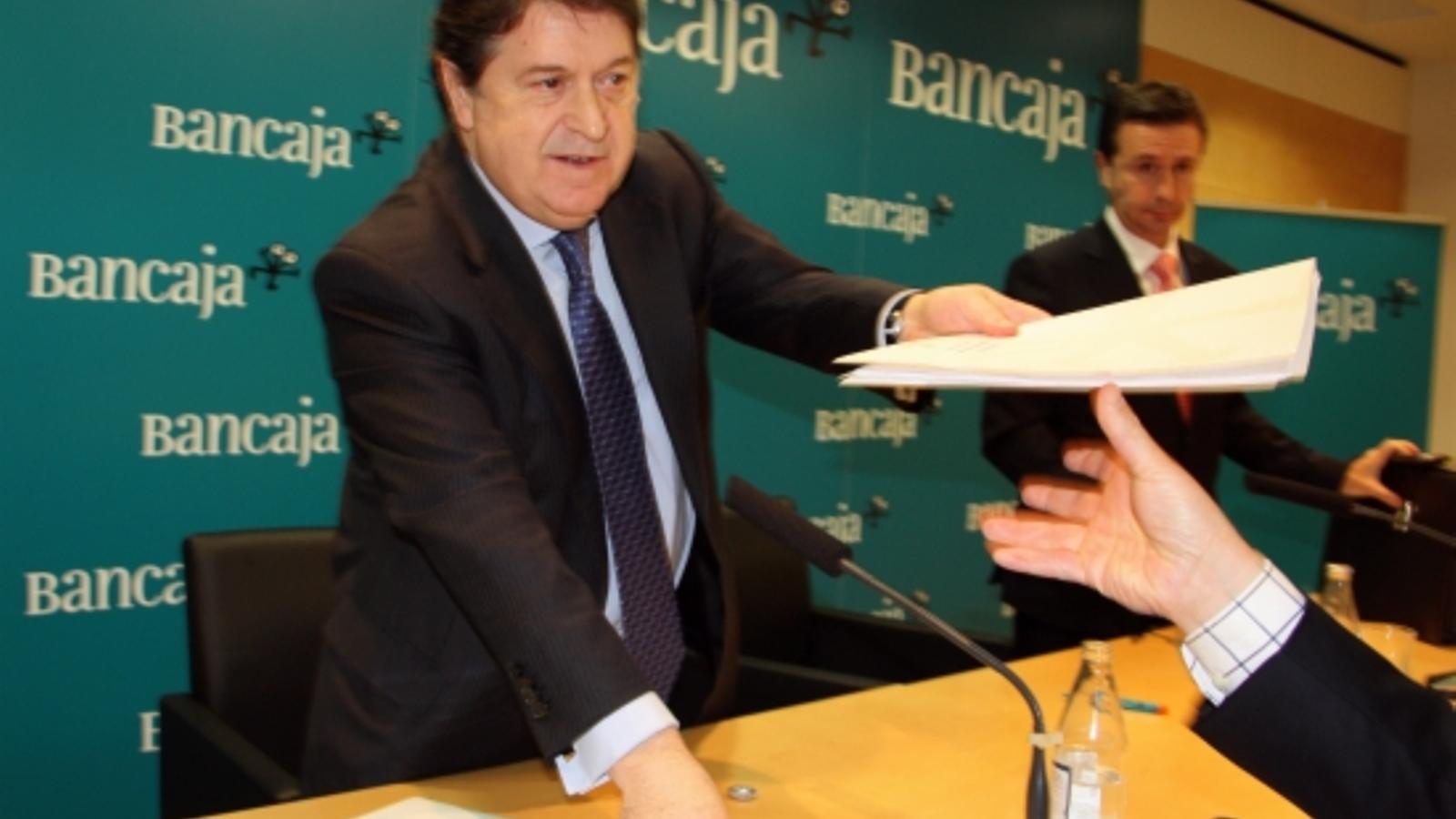 L'expresident de Bancaixa, José Luis Olivas, durant la roda de premsa de presentació de resultats de l'exercici 2009