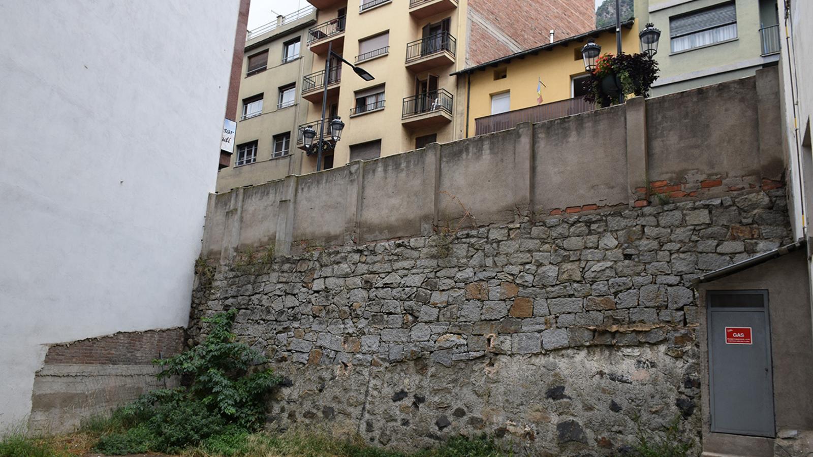 La parcel·la on es farà l'espai públic i el parc, a l'avinguda Príncep Benlloch. / ANA