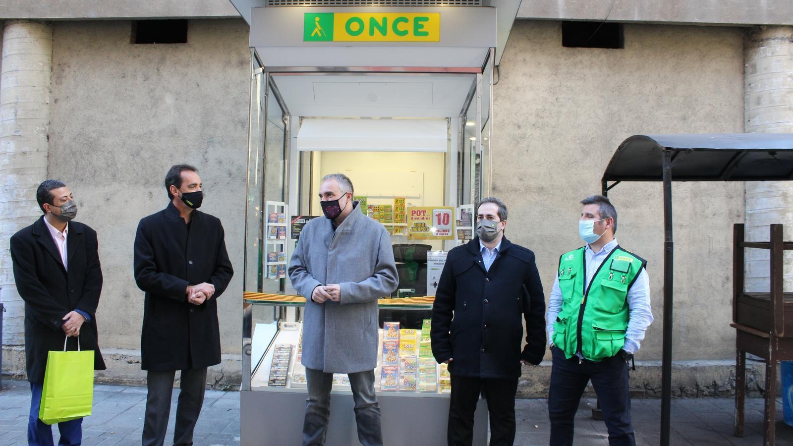 L'ONCE presenta a la Seu d'Urgell el seu nou model de quiosc. / ONCE