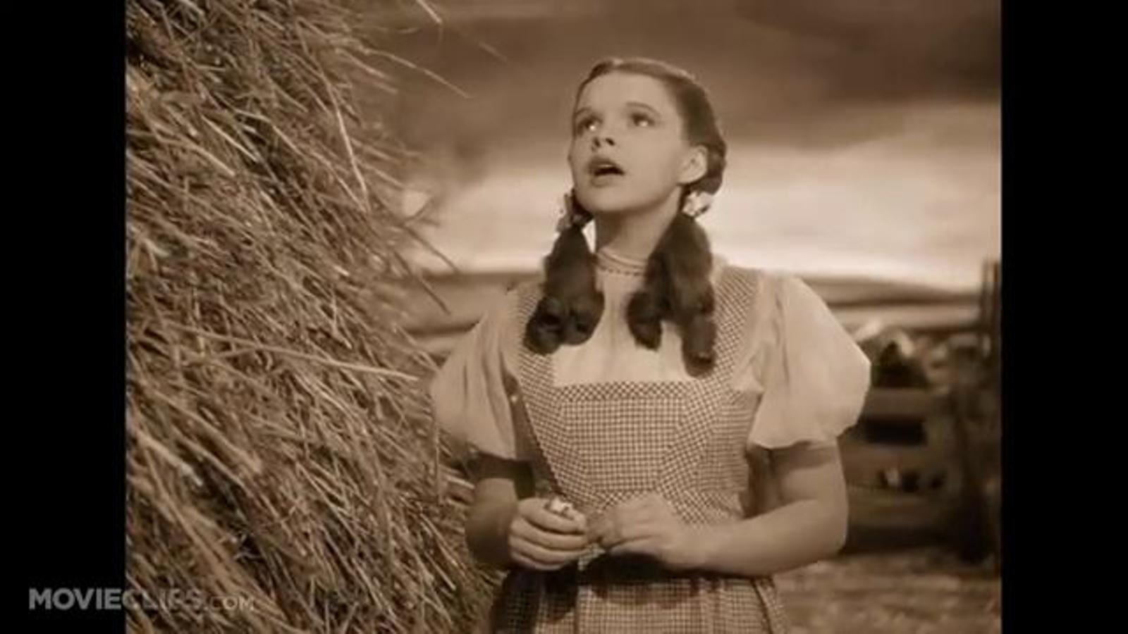 Judy Garland canta 'Somewhere over the rainbow' a 'El mag d'Oz'