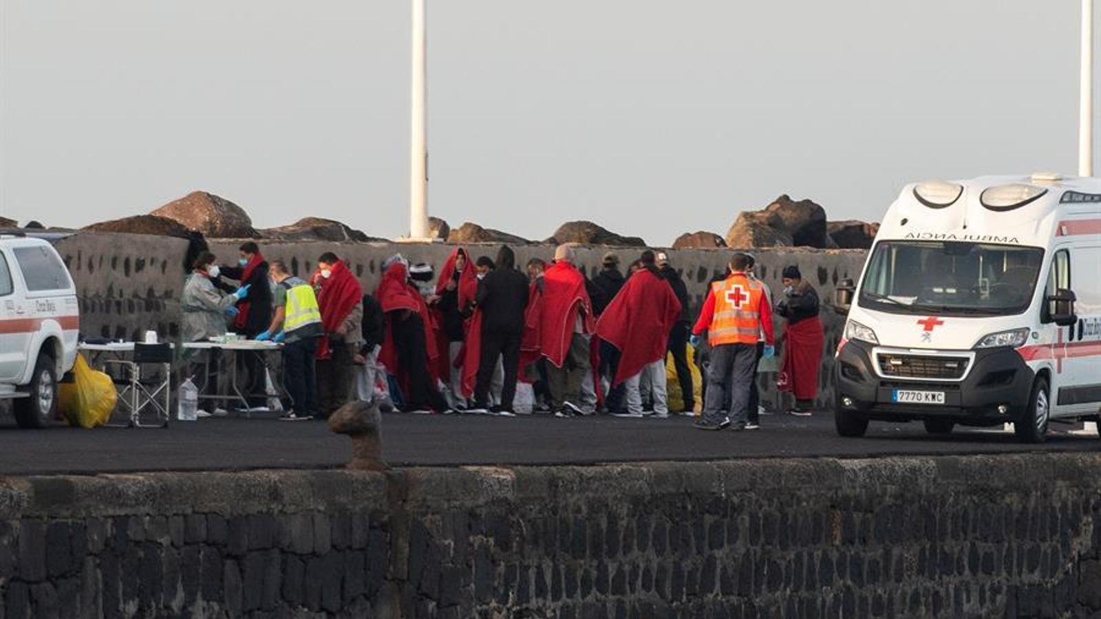 Les ONG denuncien la vulneració de drets dels migrants bloquejats a les Canàries