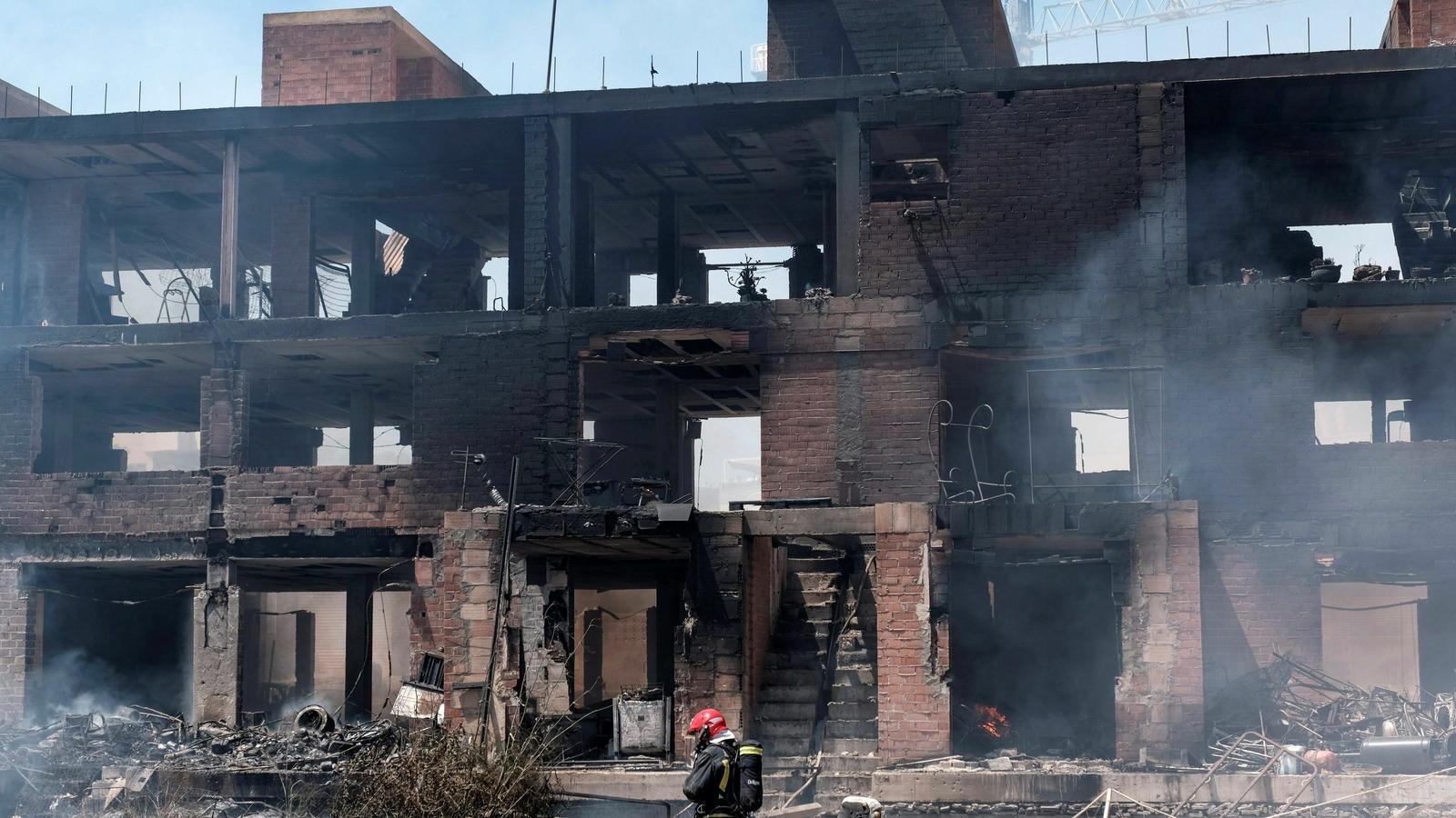 Un mort i deu ferits, tres en estat crític, a l'incendi d'un edifici ocupat a Eivissa