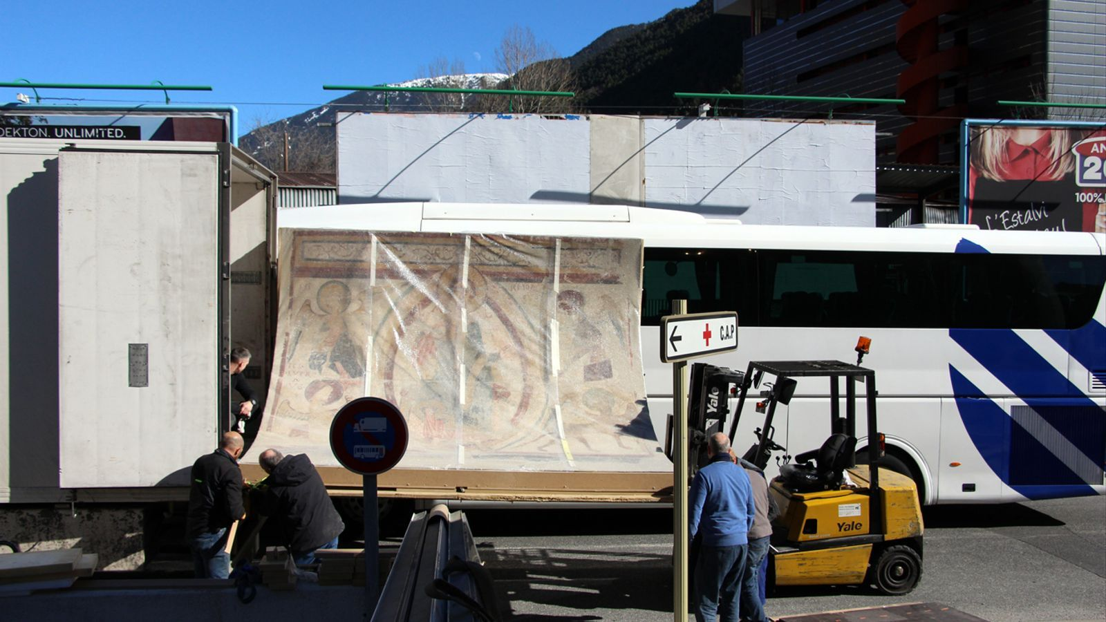 Trasllat dels frescos de l'església de Santa Coloma al nou Espai Columba. / T. N. (ANA)