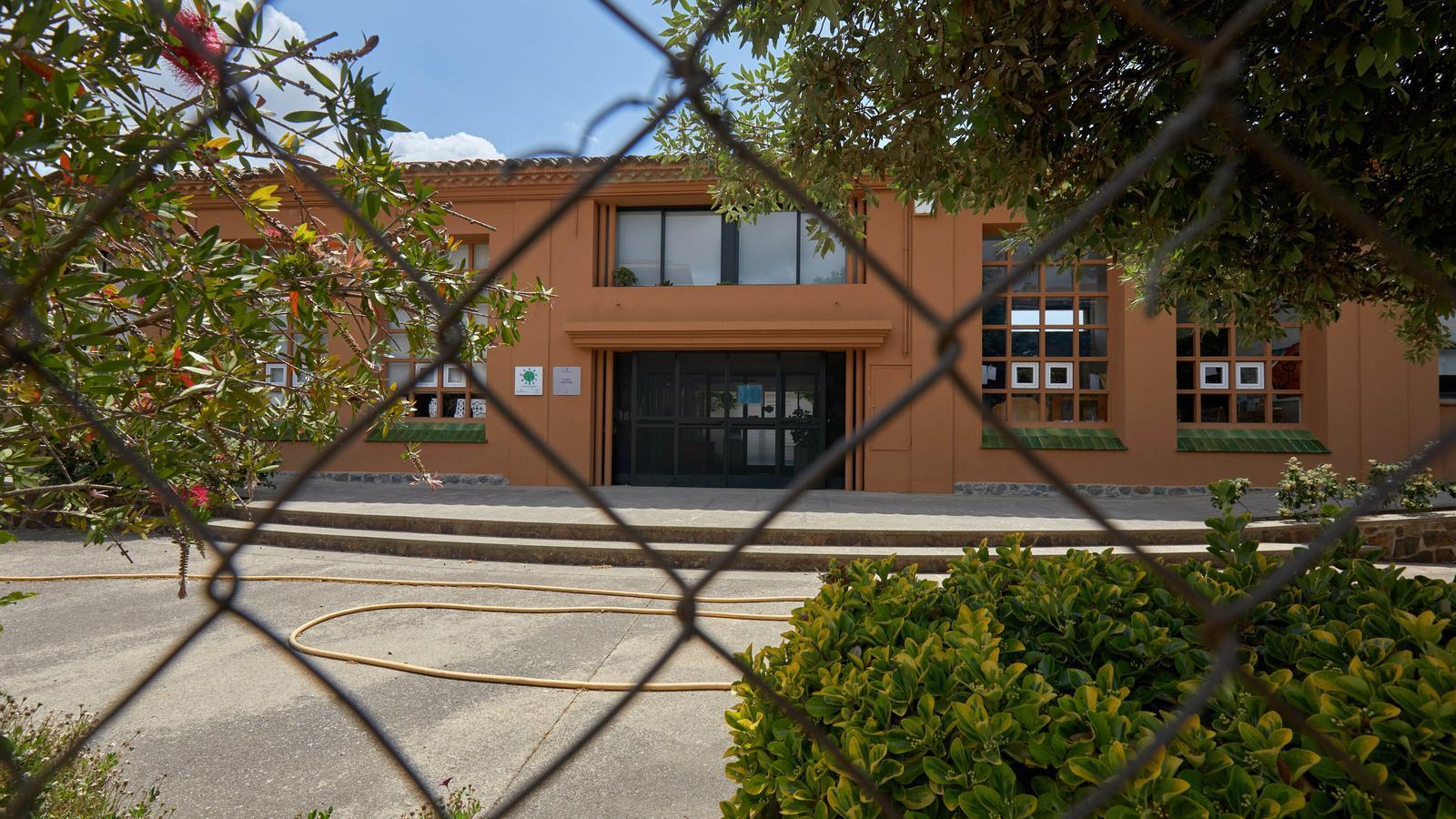 Educació envia un requeriment a l'Ajuntament de Bàscara perquè obri l'escola