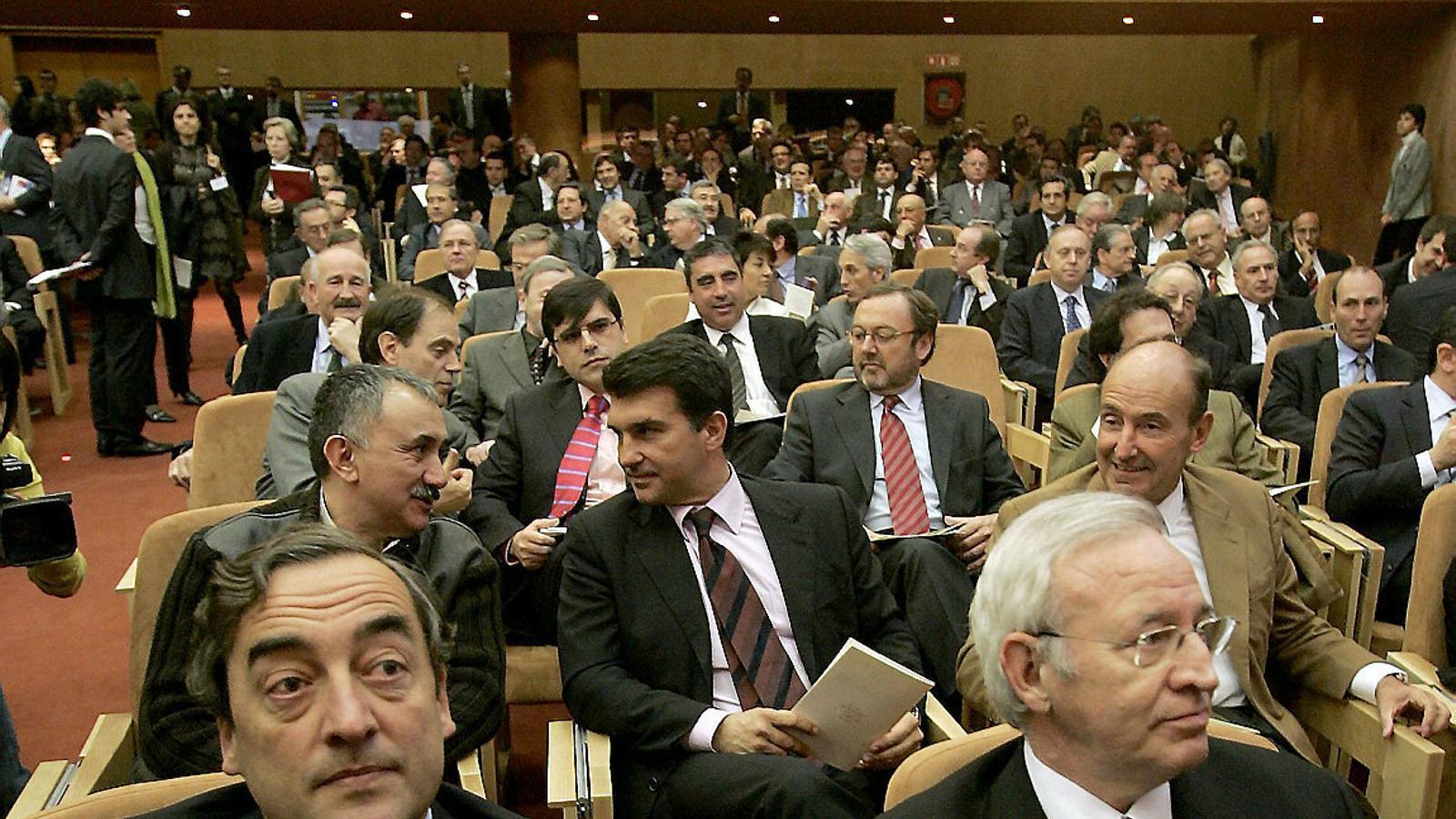 El 2007 un acte a l'escola de negocis Iese va reunir més d'un centenar de personalitats del món empresarial i acadèmic per reivindicar l'aeroport del Prat.