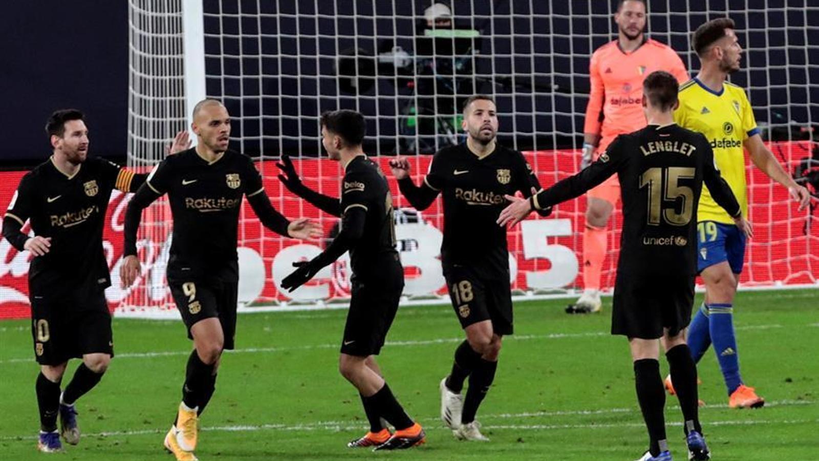 El jugadors del Barça, celebrant el gol de l'empat a Cadis