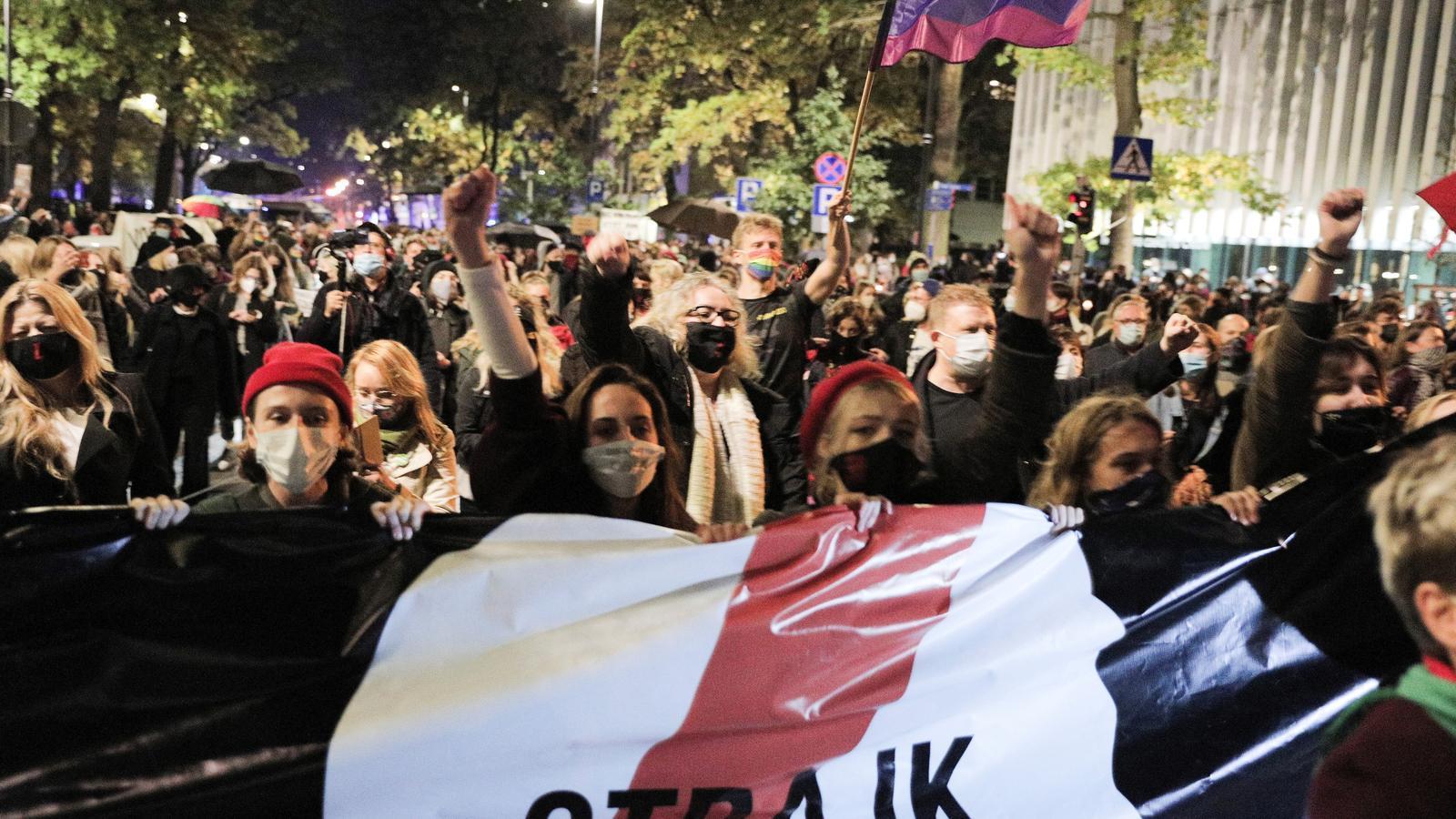 Una manifestació aquest dijous a Varsòvia en contra de la nova llei que limita encara més les opcions d'avortar al país.