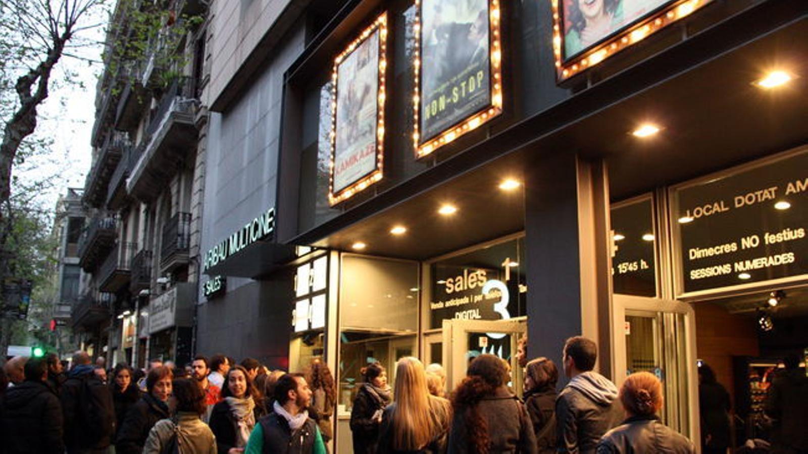Els cinemes no fan repercutir la baixada de l'IVA en el preu de les entrades