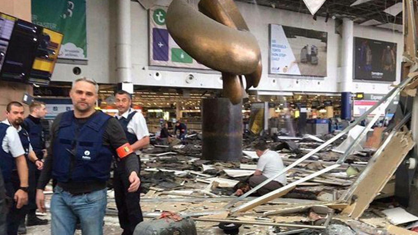 Recull de vídeos de les explosions a l'aeroport Zaventem i l'estació de metro Maelbeek de Brussel·les