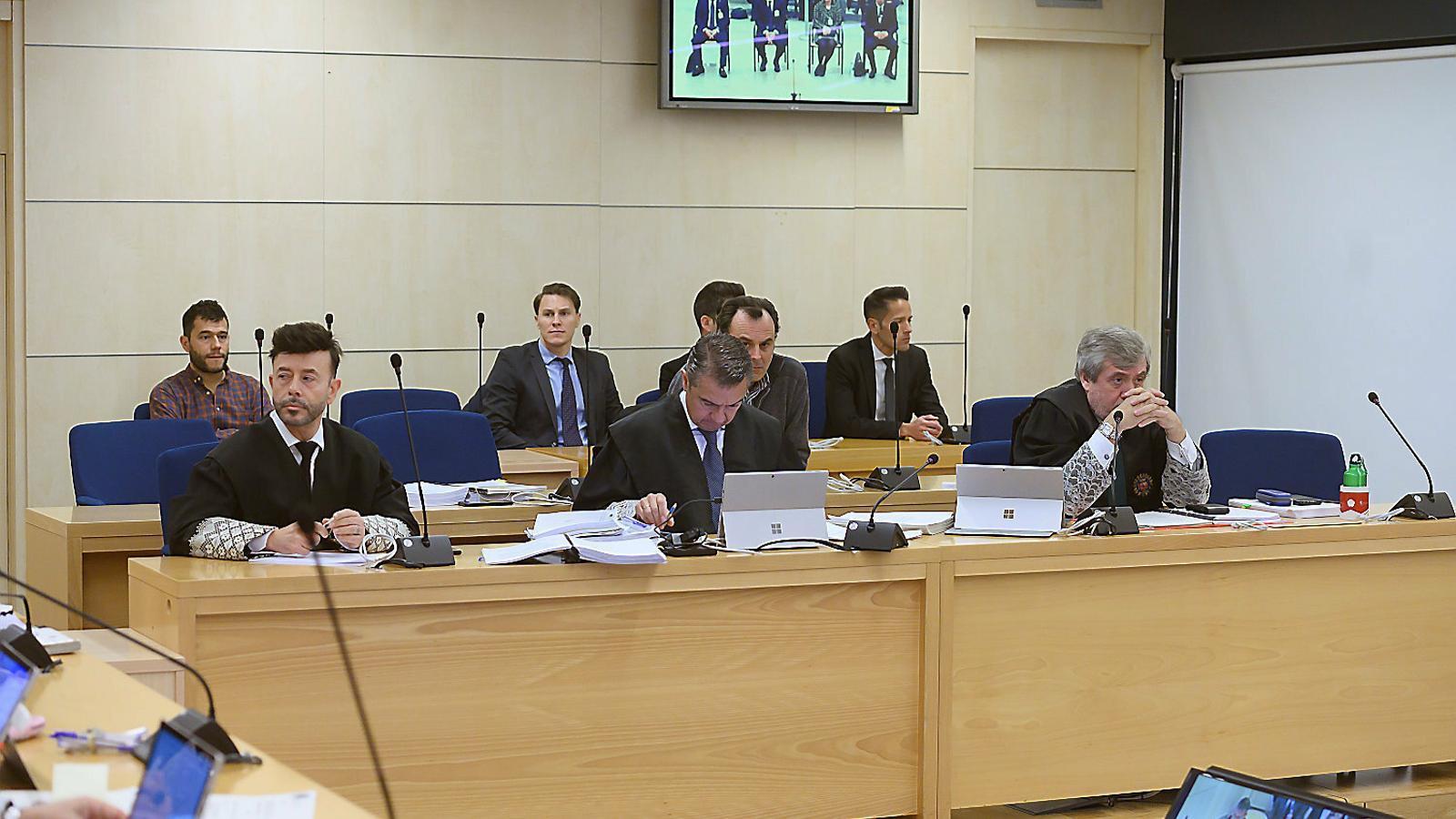 Els fiscals de l'Audiència Nacional durant el judici que va començar ahir a San Fernando de Henares.