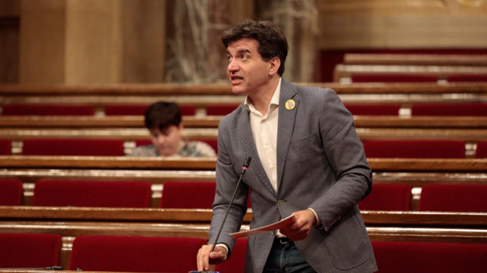 El president del grup parlamentari d'ERC, Sergi Sabrià, durant el ple d'aquest dimecres