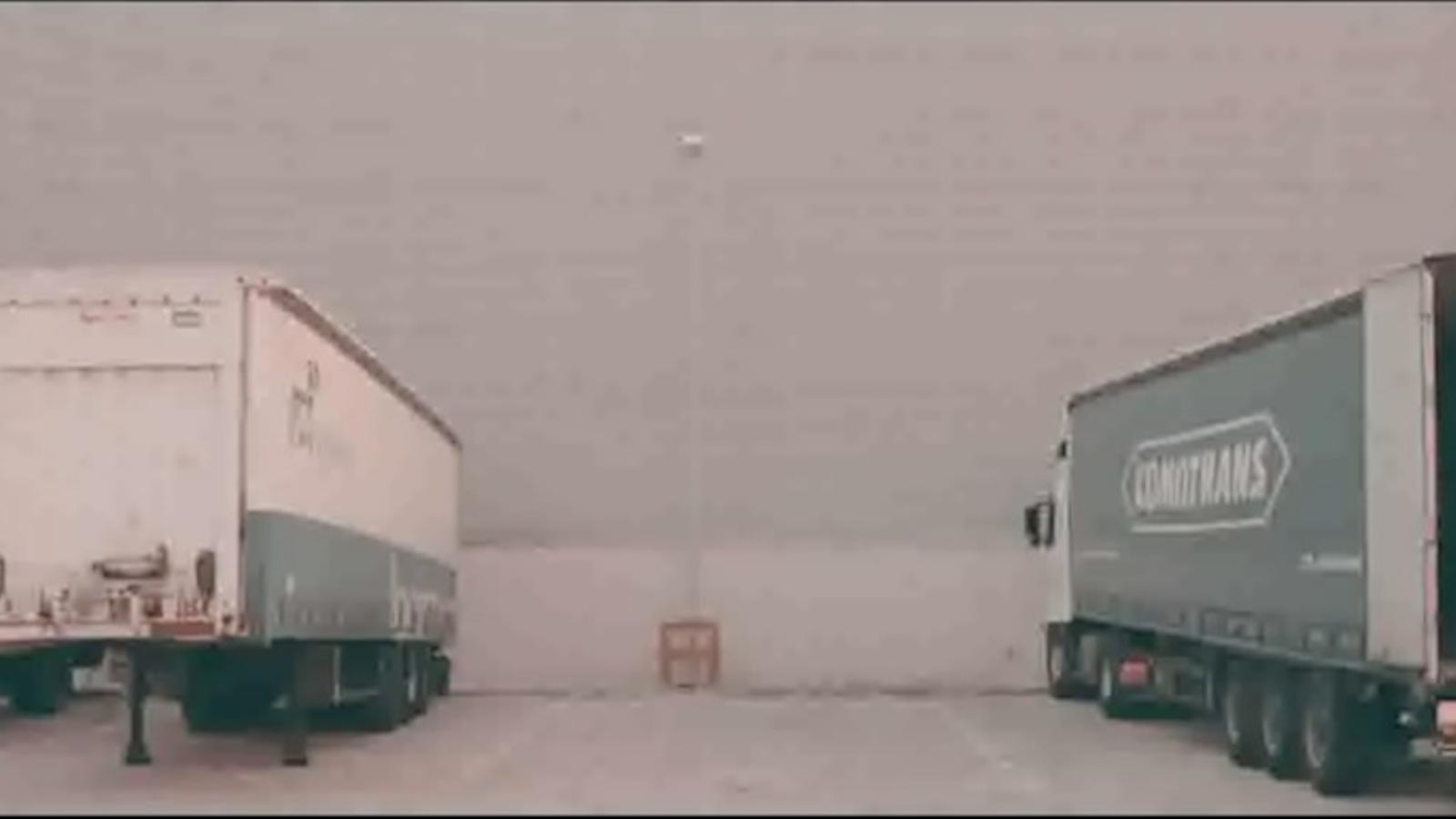 L'ARA ofereix en primícia el videoclip 'Petons entre camions' d'Anna Roig i L'ombre de ton chien