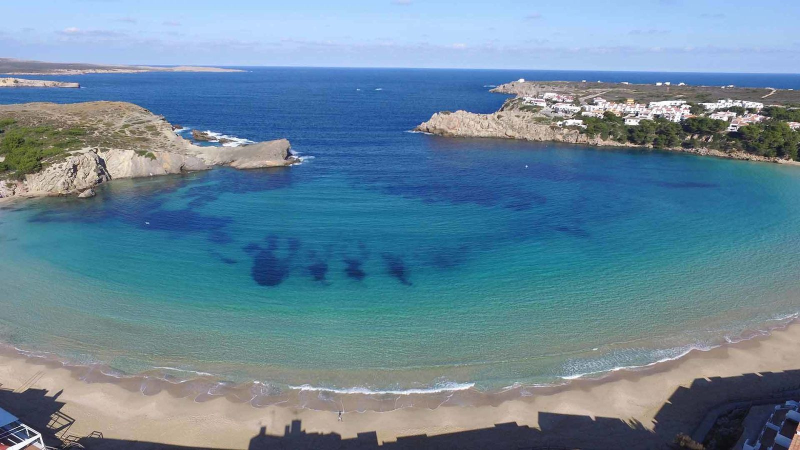 Reobren platja de l'Arenal den Castell després de l'absència d'una tintorera.