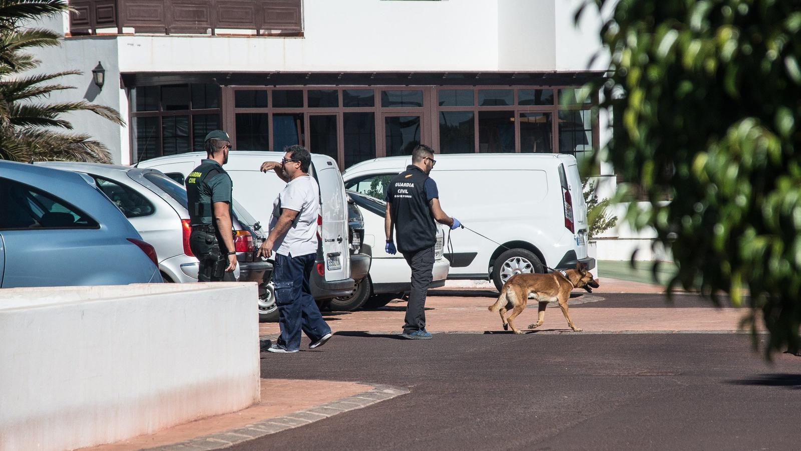 La Guàrdia Civil va començar a escorcollar dimarts a la tarda el pis on vivia la parella