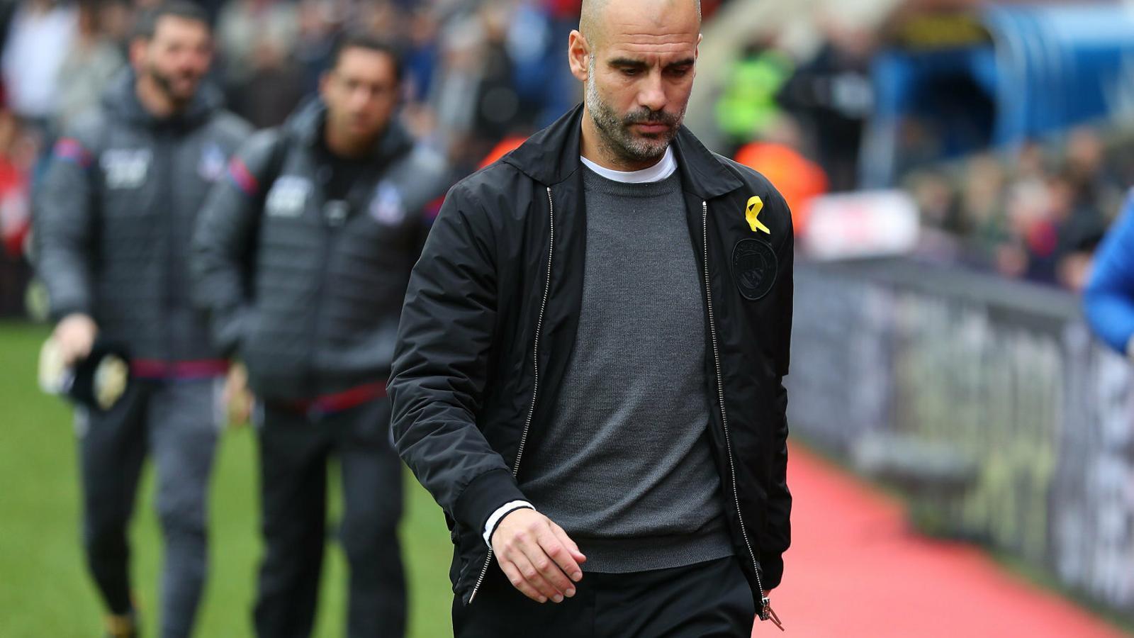 Pep Guardiola, aquí en una foto del desembre del 2017, va portar el llaç groc fins que la Federació Anglesa l'hi va prohibir.