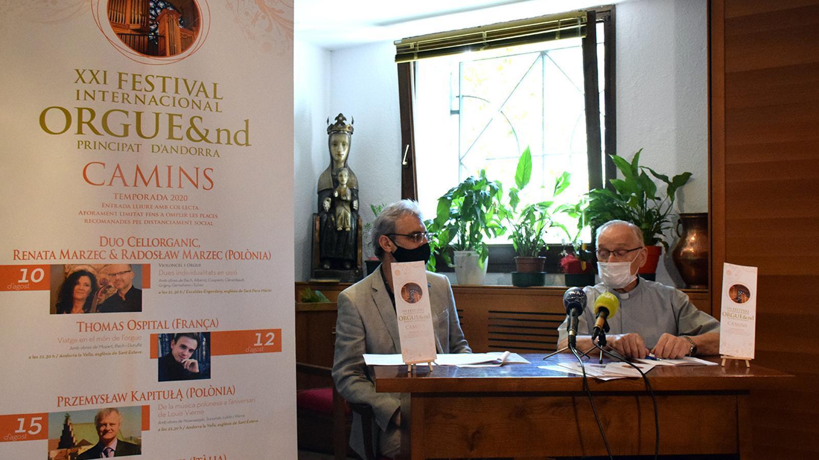 El director artístic del Festival internacional Orgue&nd, Ignacio Ribas, i l'arxiprest de les Valls, mossèn Ramon Sàrries, durant la roda de premsa. / M. F. (ANA)
