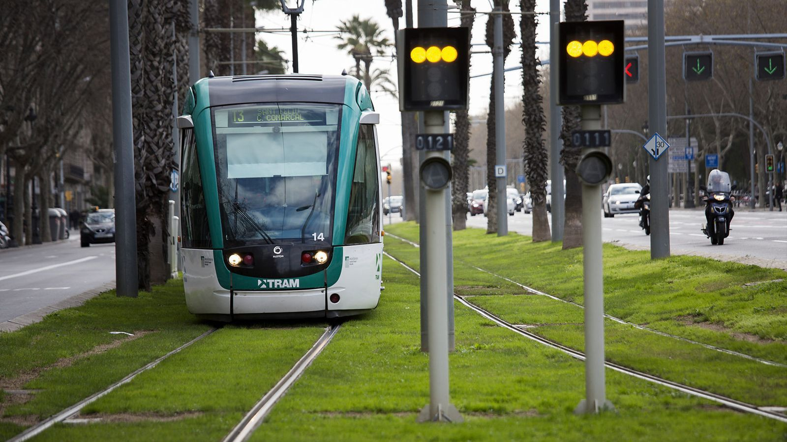 El tramvia de Barcelona, que ara funciona en dos trams no connectats de la ciutat.