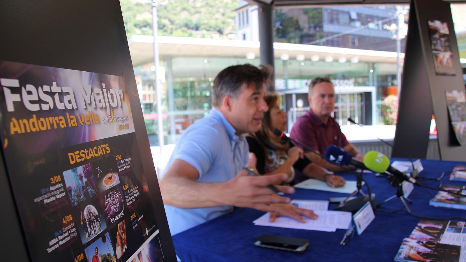 La roda de premsa de la presentació de les activitats de la festa major d'Andorra la Vella s'ha celebrat a la glorieta de la plaça del Poble. / P. R.