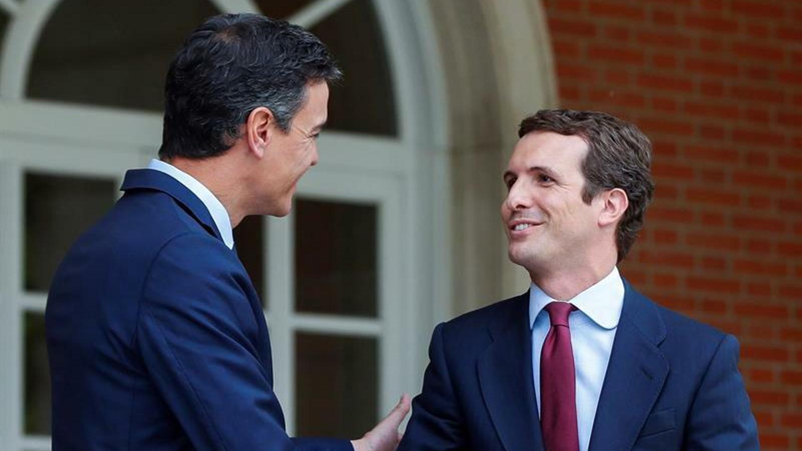Casado demana a Rivera que faciliti la investidura de Sánchez perquè no depengui dels independentistes